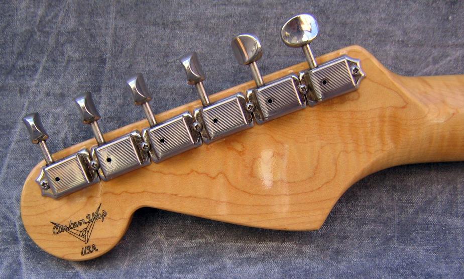 1994_Fender_Stratocaster_1960_Custom_Shop_CN400849_tuners.jpg